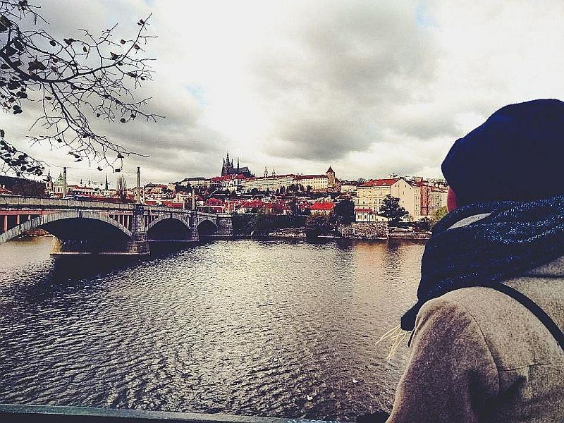 Der Blick auf die Moldau und das Prager Schloss