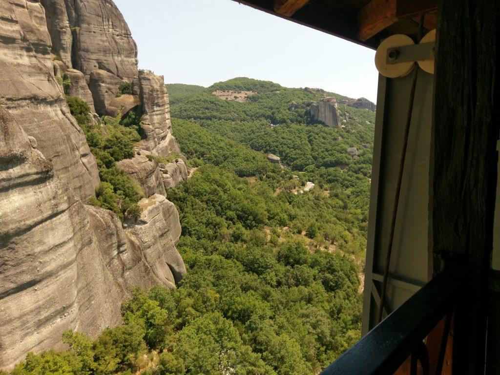 Der Blick vom Kloster Agios Nikólaos Anapavás auf die atemberaubende Natur von Meteora