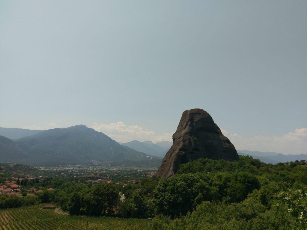 Meteora Felsen mit Blick auf die Stadt Kalambaka