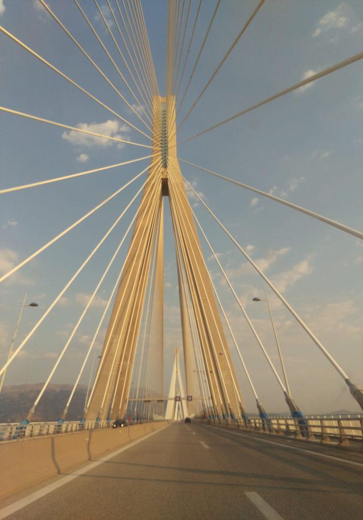 Fahrt über die Charilaos-Trikoupis-Brücke