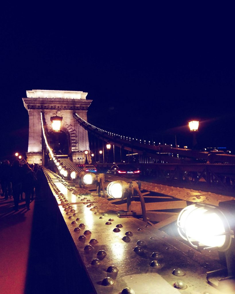 Auf der Kettenbrücke