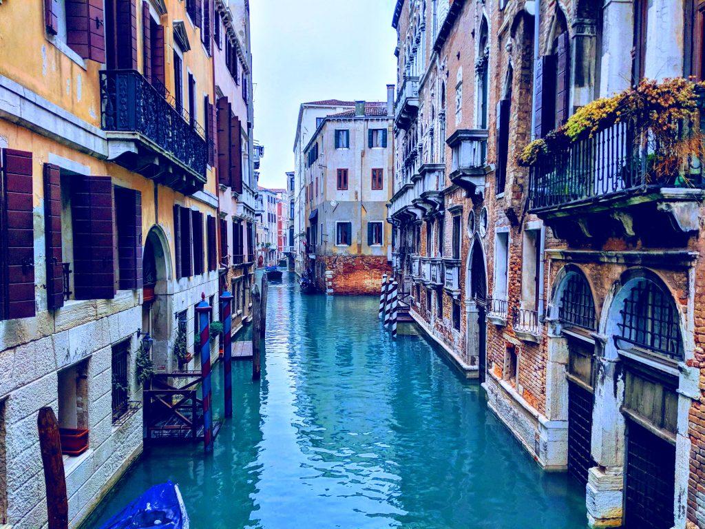 Eine Stadt komplett auf Wasser gebaut
