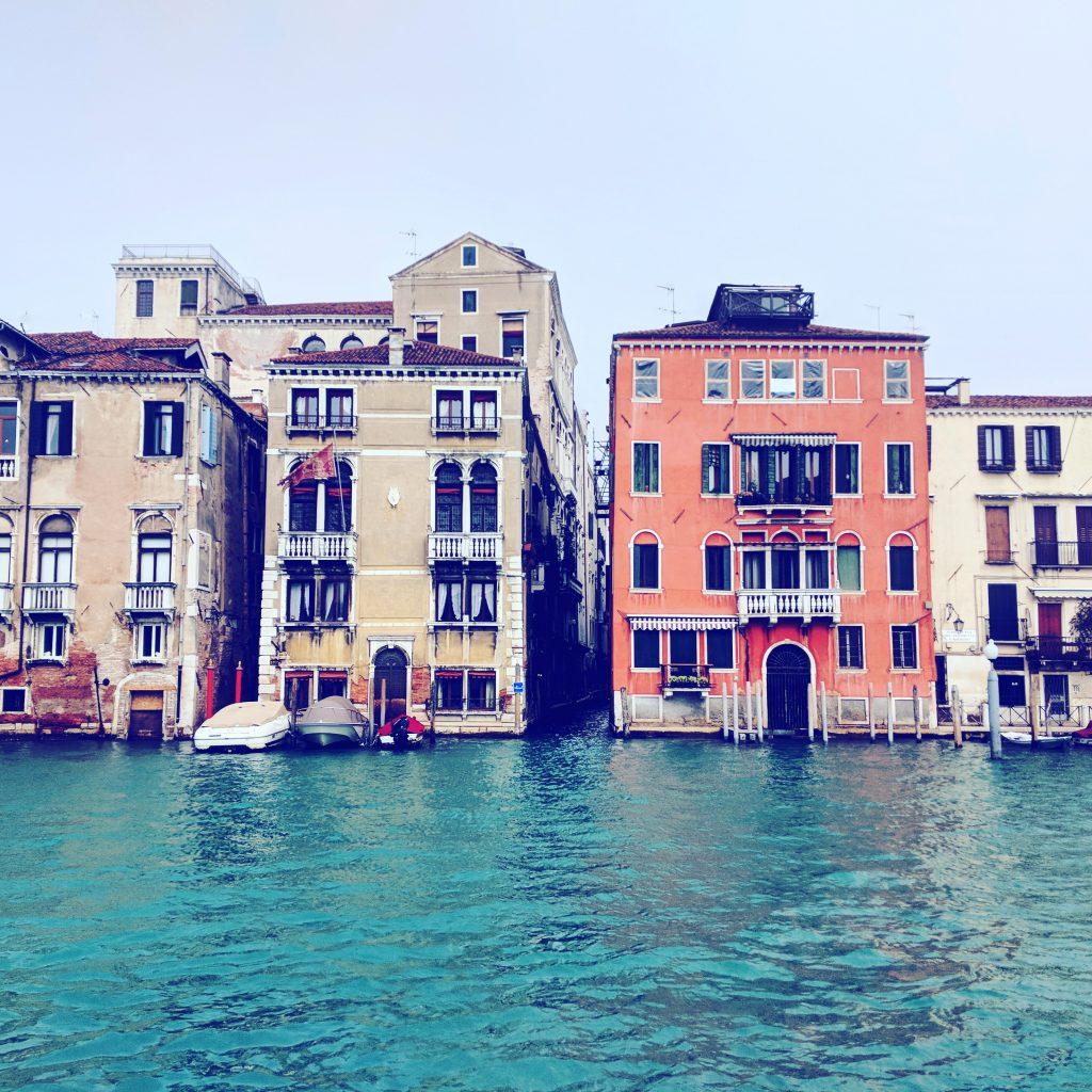 Venedigs Häuser auf dem Wasser
