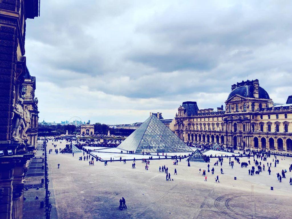 Der Louvre am Tag...