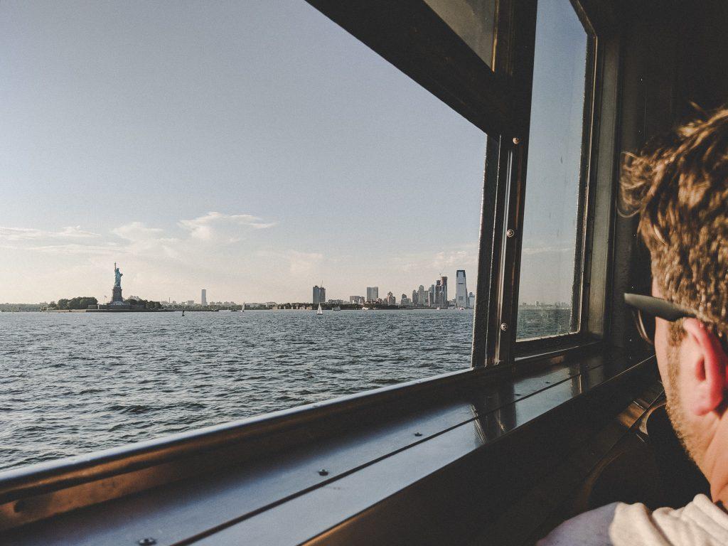 Freiheitsstatue und das Panorama New Yorks