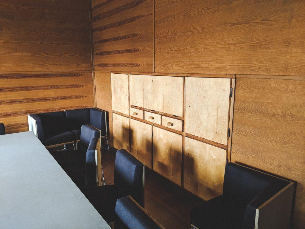 Der original Wandschrank im ehemaligen Wohnzimmer