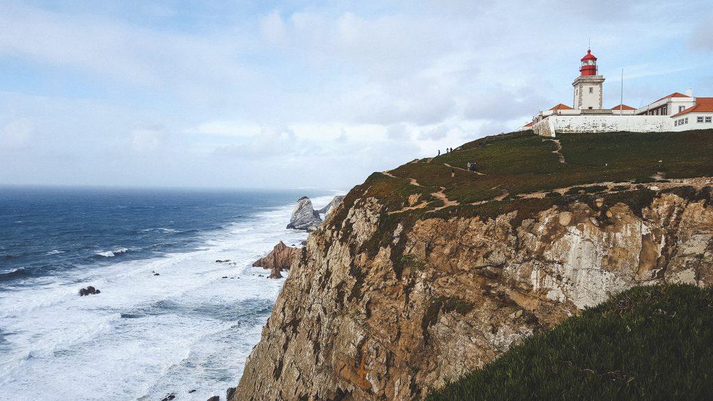 Der Leuchtturm hoch oben auf den Klippen des Cabo da Roca