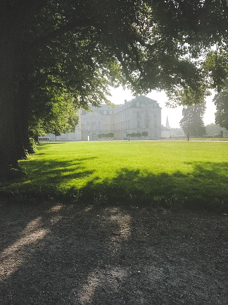 Blick auf Schloss Augustusburg und die weitläufige Parkanlage