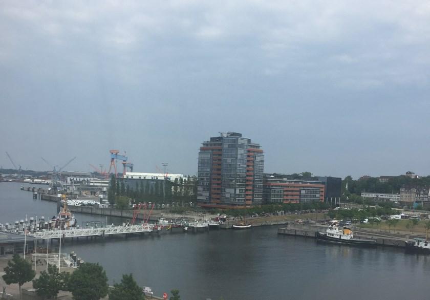 Blick aus dem Hotel auf den Hafen