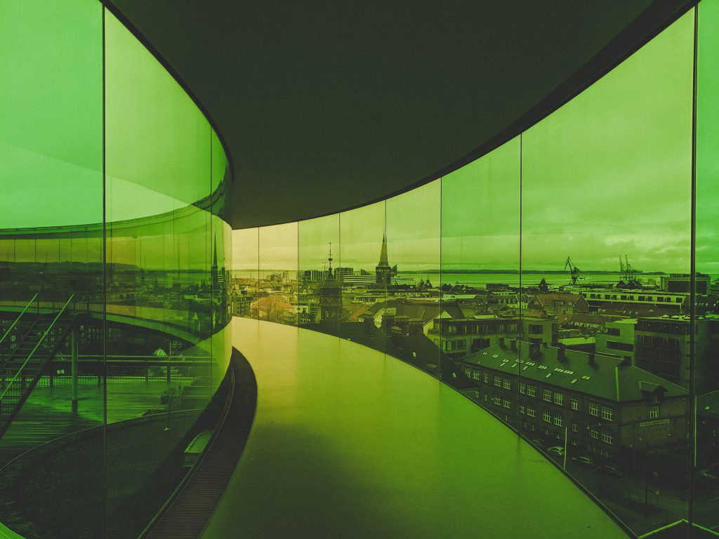 Das Regenbogenpanorama im saftigen Grün und Gelb