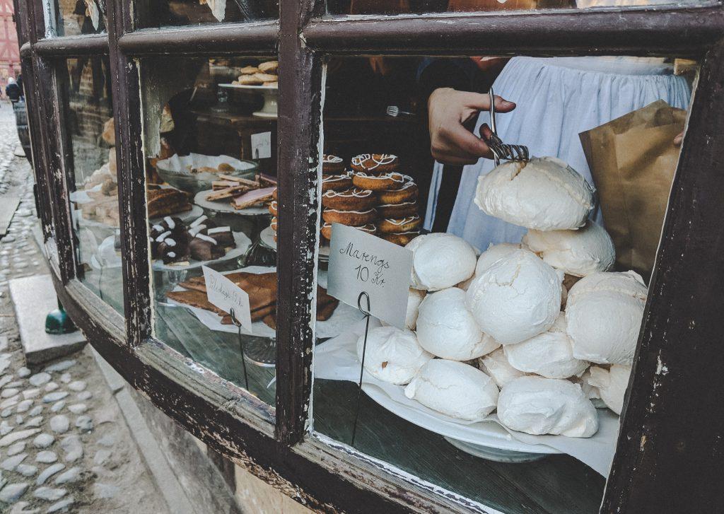 Leckere Baisertörtchen aus einer Bäckerei um 1880