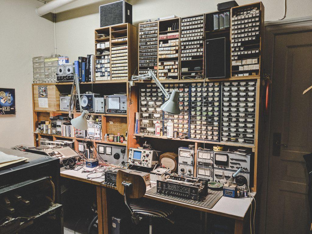 Reparaturservice für Multimedia Artikel aus dem Jahre 1964