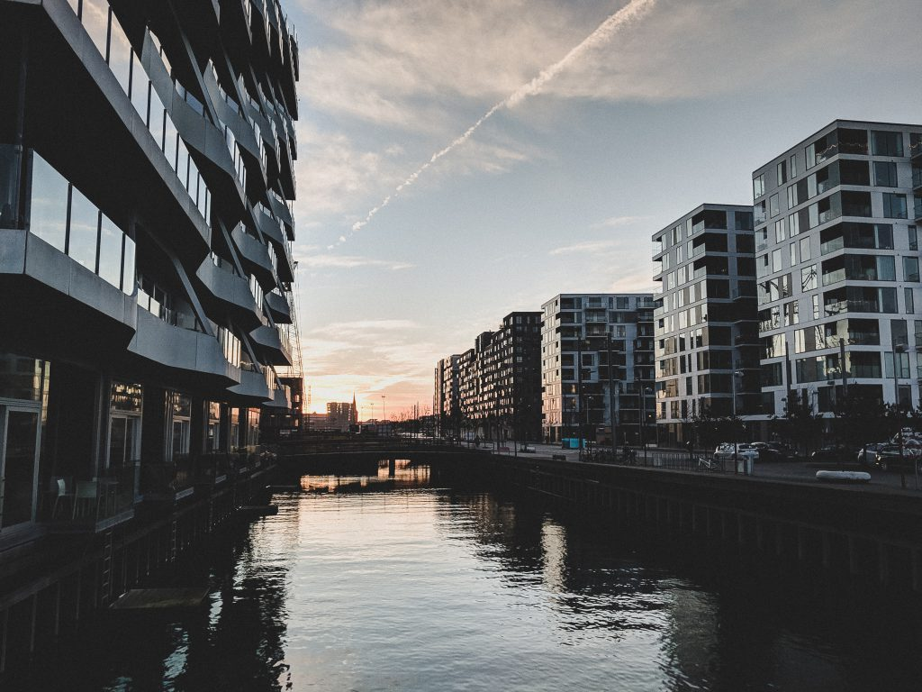 Mitten im Häusermeer des neuen Stadtviertels Aarhus Ø