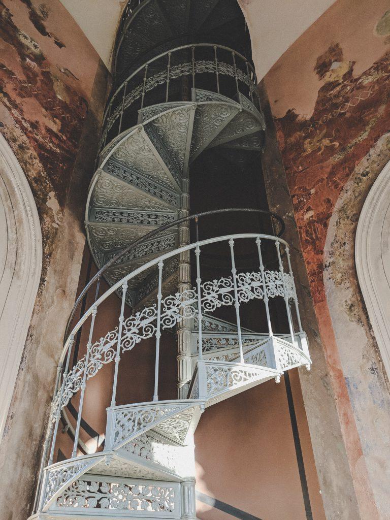 Die schöne Wendeltreppe im römischen Kabinett