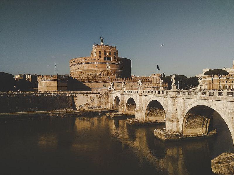 Der Blick auf die Engelsburg in Rom