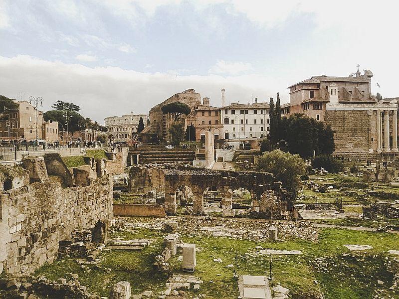Die alten Ruinen des Forum Romanum in Rom