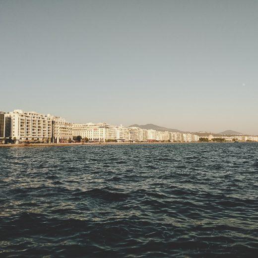 Der Blick vom Meer aus auf Thessaloniki