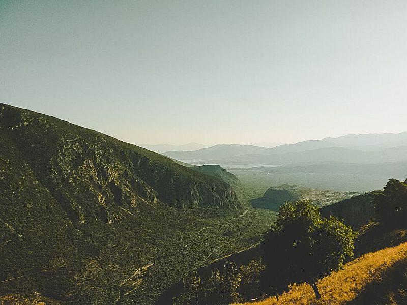 Ausblick ins Tal des Parnassgebirges in Delphi