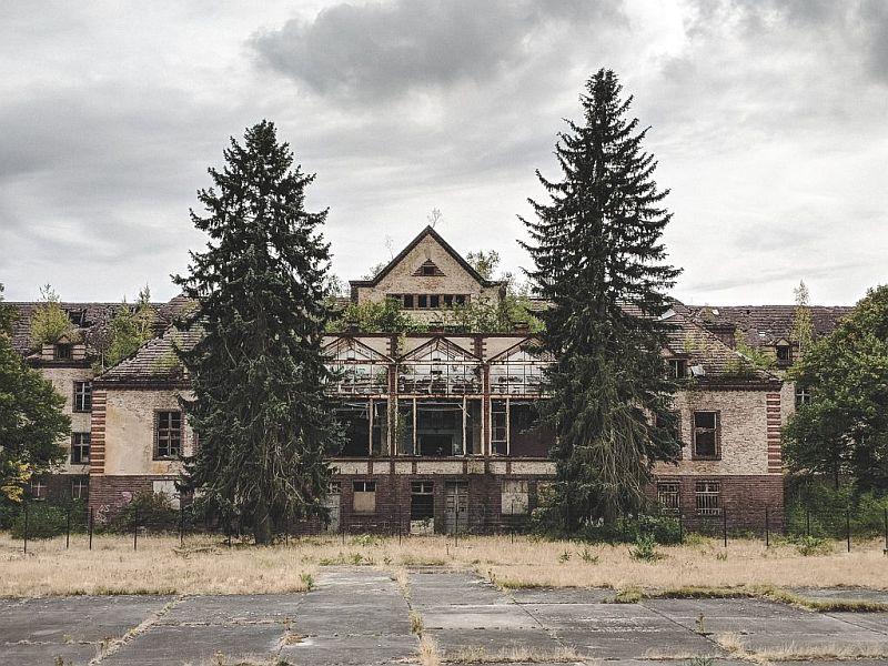 Gebäuderuine auf dem Gelände der Beelitzer Heilstätten