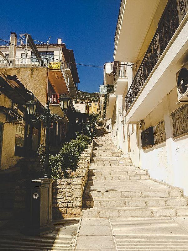 Kleine Gasse im modernen Delphi
