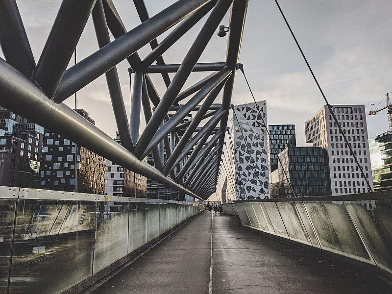 Städtereisen im Winter - Die Akrobatenbrücke in Oslo