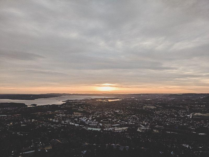 Sonnenuntergang am späten Nachmittag