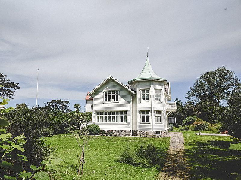 Schönes weißes Holzhaus
