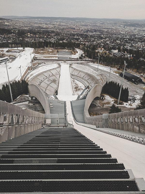 Die Sicht auf demHopptårnet in einem der Museen in Oslo