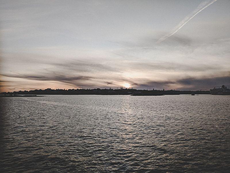 Sonnenuntergang mit Blick auf Helsinki
