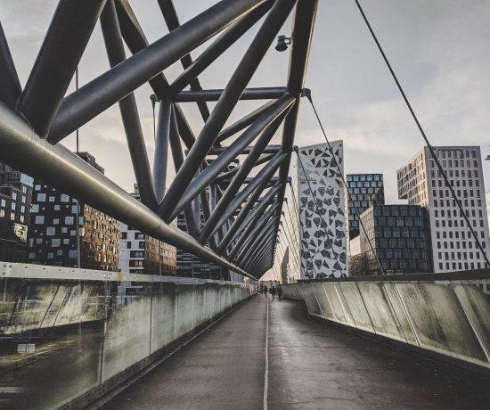 Die Akrobaten Pedestrian Bridge gehört zu meinen Oslo Tipps