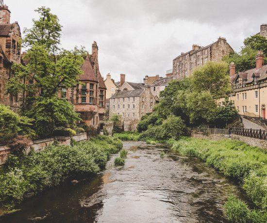 Edinburgh Highlights - Blick auf das wunderschöne Tal von Dean Village