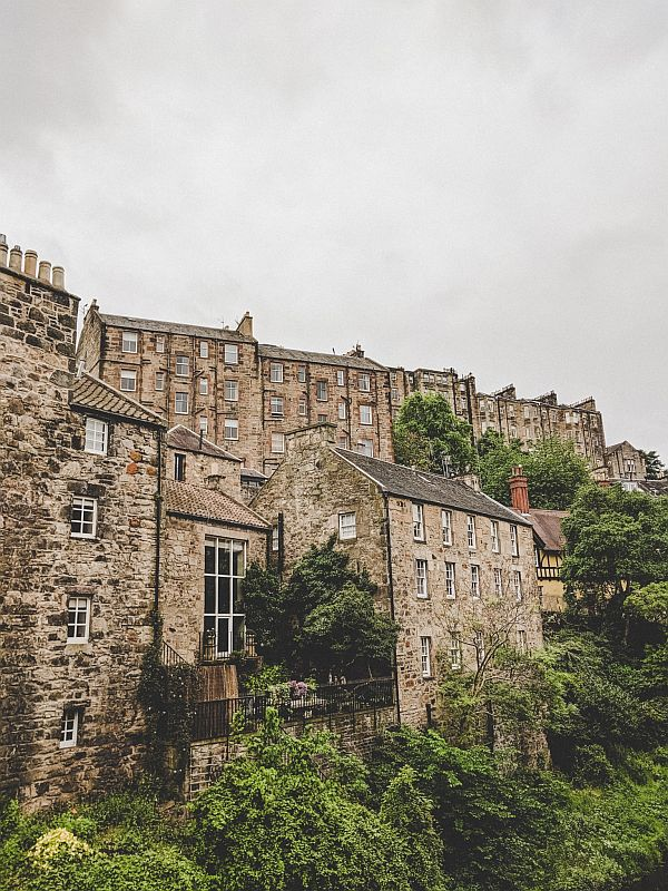Edinburgh Highlights - Blick auf die Häuser in Dean Village