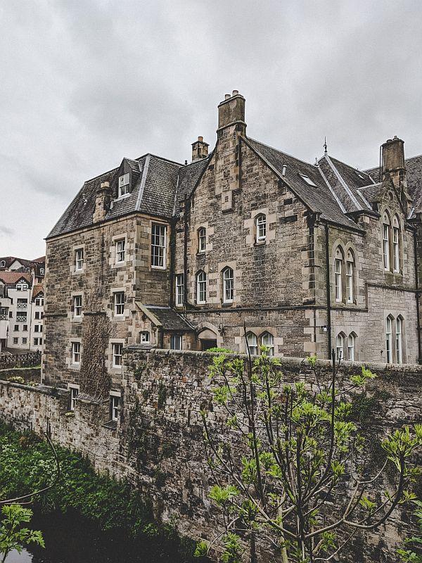 Blick auf die Häuser in Edinburgh