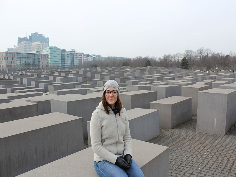 Am Holocaust Denkmal in Berlin