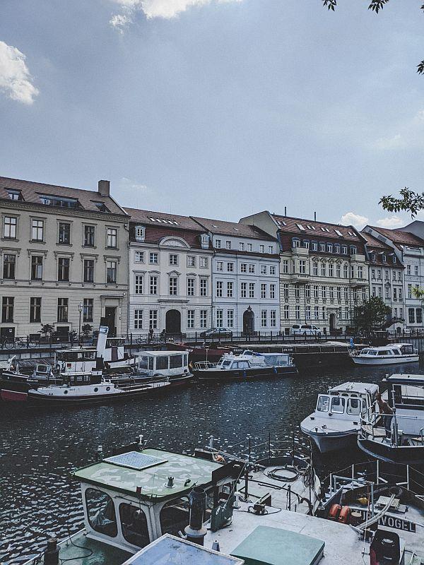 Die schönen Häuser rund um den historischen Hafen