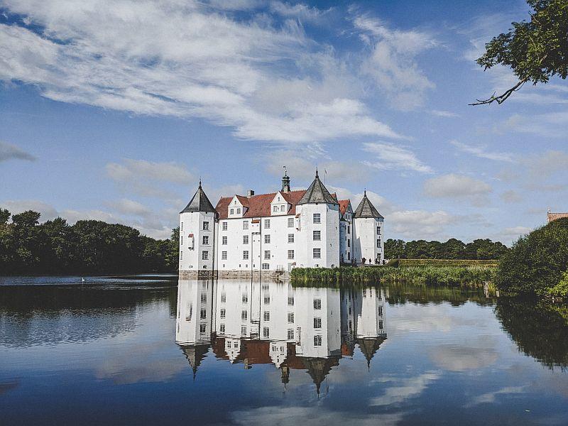 Flensburg Sehenswürdigkeiten - das Schloss Glücksburg