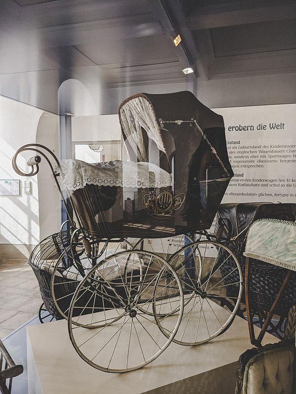 Zeitz Tipps - Historischer Kinderwagen im Deutschen Kinderwagenmuseum