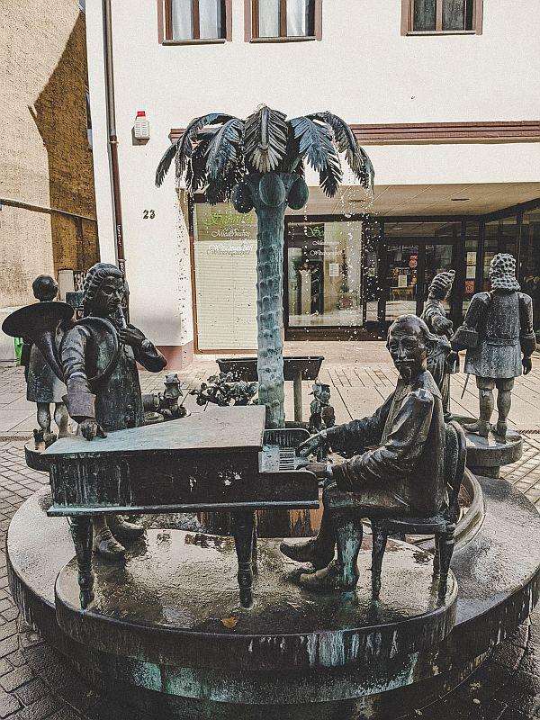 Weißenfels Sehenswürdigkeiten - Der Stadtbrunnen mit Heinrich Schütz
