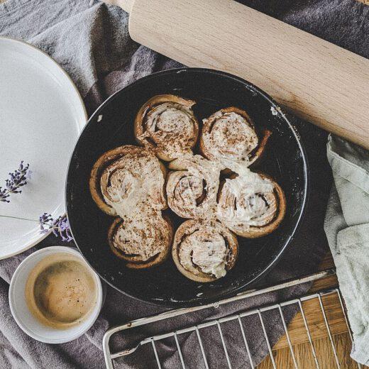 Zimtschnecken Rezept mit Frischkäse Topping
