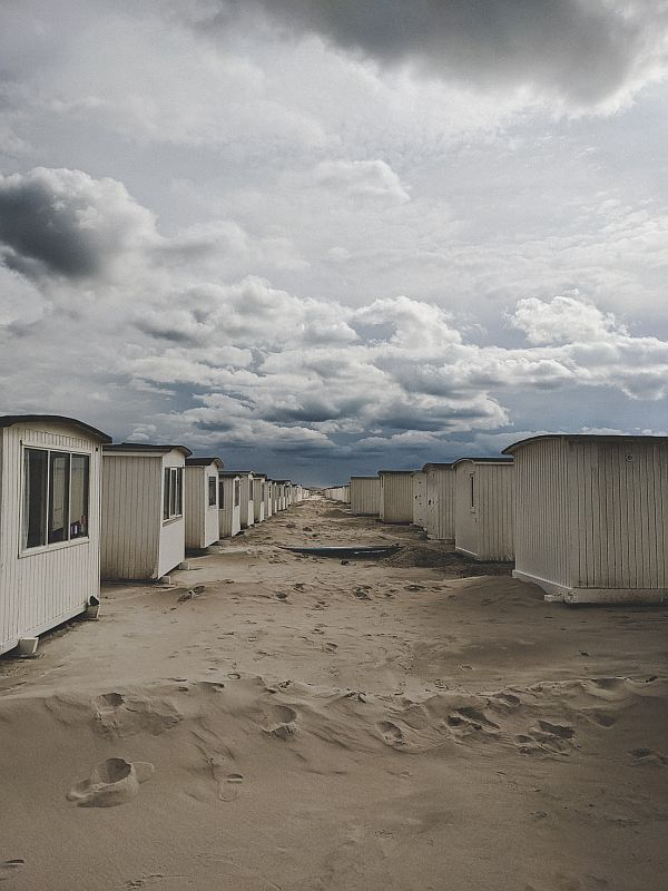 Dänemark Roadtrip - Badehäuschen am Strand von Løkken