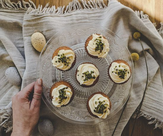 Oster Rezept - Rübli Muffins mit frischem Zitronen-Frischkäse-Topping