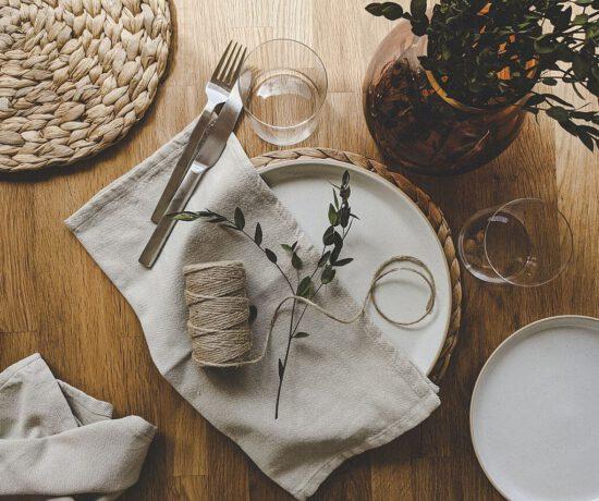 Skandinavisch wohnen - Sommerliche Tischdeko in grün und beige