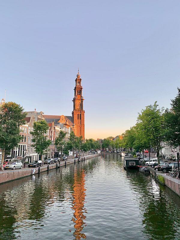 Amsterdam Highlights - Blick auf die Grachten bei Sonnenuntergang