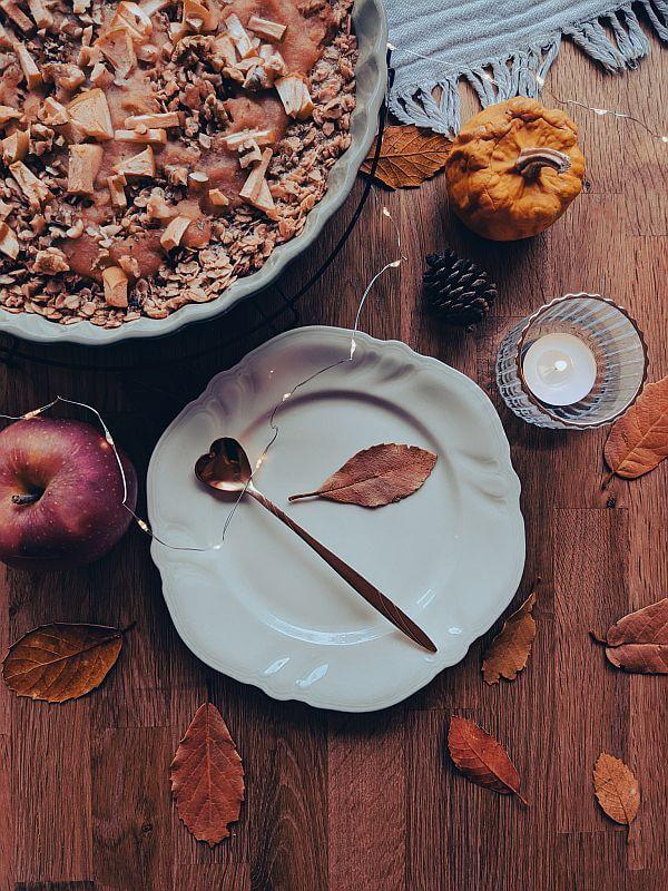 Warmes Oatmeal mit Apfel und Zimt